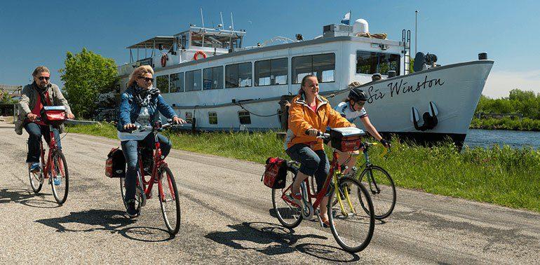 sir-winston-holland-med-cyklister (1)
